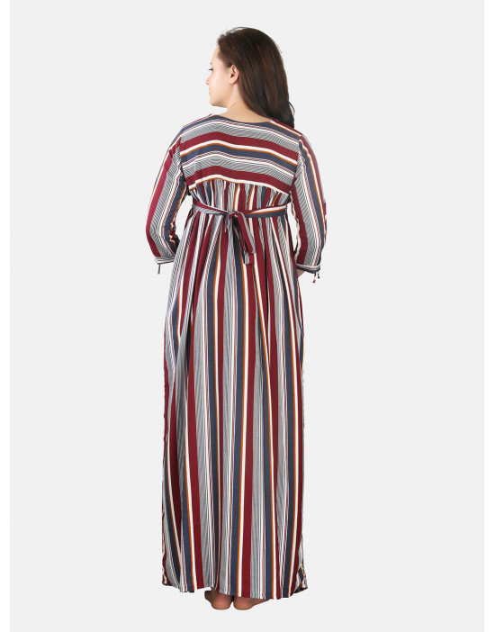 Printed maternity nightdress, has a round neck, 3/4 sleeves, and zip closure for feeding baby